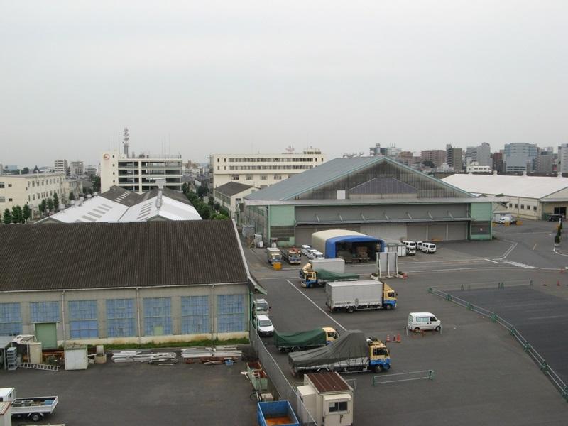 写真04 左:昭和3年築の建物、右:昭和6年築の大尾組立工場